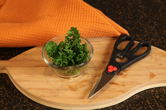 How to chop fresh herbs