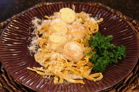 Parmesan Pasta Topped with Scallops 'A Moscato