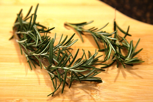 How to Chop Fresh Herbs Rosemary