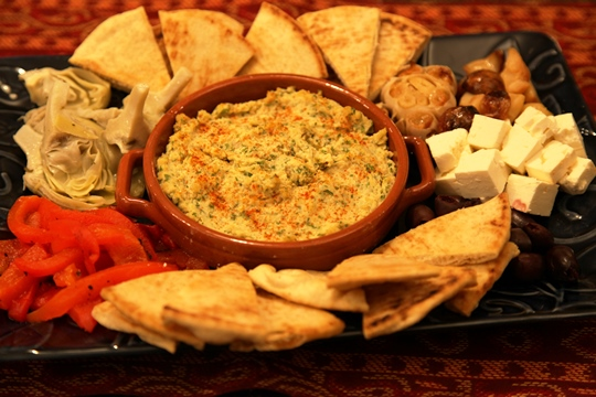 Toasted Pita Trizngles Served With Mediterrean Platter