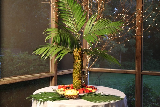 Pineapple Palm Tree Centerpiece Ideas
